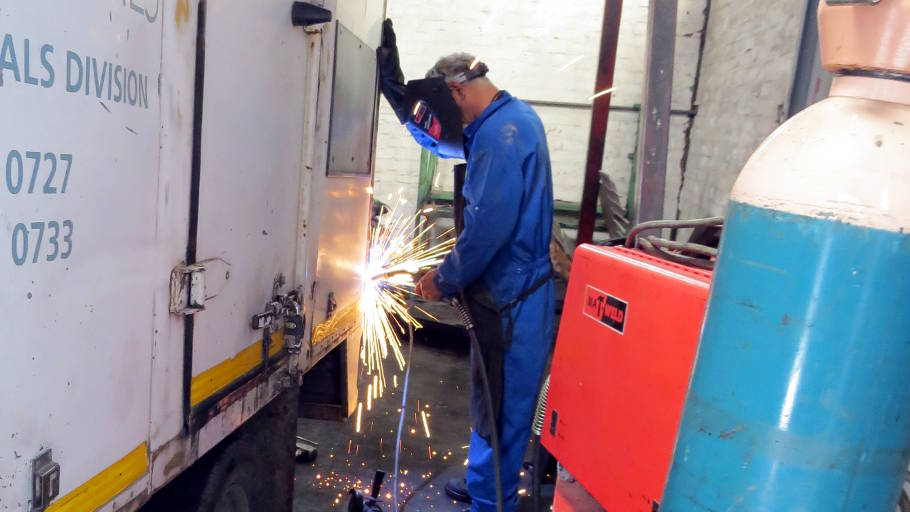 Light and Heavy commercial vehicle maintenance and repairs