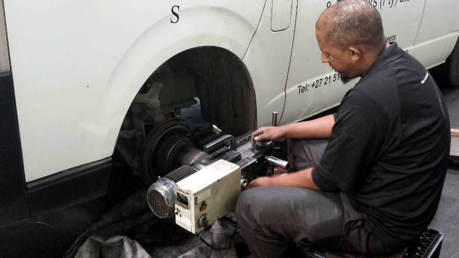 Light & Heavy duty wheel alignment and balancing